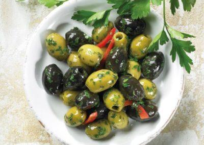 Schwarze & grüne Oliven