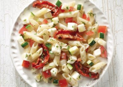 Tomaten-Mozzarella-Nudel-Salat